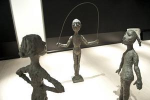Lena Cronqvists lekande barn i brons finns med i Sven-Harry Karlssons konstsamling. De kommer att ställas ut på museets tak.