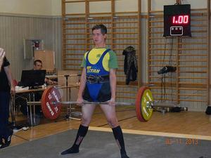 Anton Byström från KNIF gjorde sin första styrkelyfttävling.