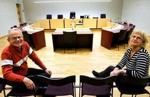 Vittnesstöd som ska ingjuta lugn i samband med rättegångar. Förutom att Erik Dufvenberg och Maud Wiklund arbetar ideellt som vittnesstöd har Maud rollen som stödperson. Men för att verksamheten ska fungera krävs mer resurser.