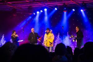 Fredrik Olsson (andra från vänster) blev årets drake för hans idé