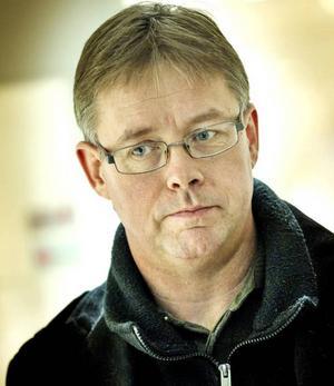 Det behövs fler som kan arbeta med våra välfärdstjänster tycker Mikael Löthstam (S).