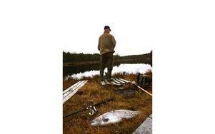 Juha Korpela och i förgrunden hans största fisk för dagen, som också lade grunden till hans överlägsna seger. Foto: Bons Nisse Andersson