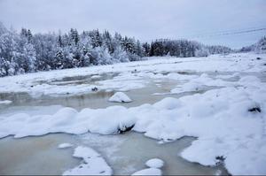 Här i Faxälven ska det inte vara något vatten just nu, och definitivt inte brunt vatten.