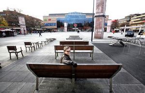 """2010-talet. """"Det är bara att titta på hur många som är här en varm dag. Det är fullproppat på möblerna"""", säger Mats Pierrou, kommunens projektledare."""