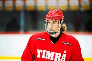 Nyligen skrev centertalangen på ett nytt kontrakt med Timrå – trots stort intresse från SHL.