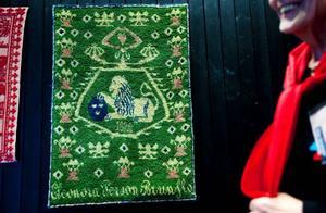 Bärgad ur det sjunkna skeppet. Eleonora Lindbergs rya från världsutställningen 1892 visades i helgen på Riksföreningen för handvävnings årsstämma i Östersund. Foto: Håkan LUthman