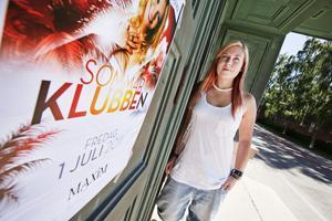 Ungdomsfest. Ronya Fredriksson ansvarar för Club Heat, en ny satsning som riktar sig till ungdomar och som hålls på Maxim i Gävle första fredagen varje månad.