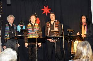 Richard Collin, Yamandú Pontvik, Julian Vigil och Pablo Peréz sjunger ut epoken Almamia lilla scen ur Sundsvall.
