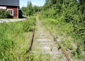 Här, vid Stagården strax utanför Bollnäs, rullade en gång i tiden tågen mot Orsa.