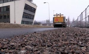 En månad tidigare än normalt har kommunen påbörjat grusupptagningen på gatorna. Gång- och cykelvägarna är i princip klara inne i centrum.