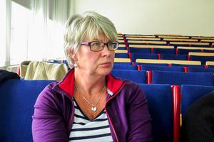 Ann-Marie Johansson (S), styrelseordförande för Region Jämtland Härjedalen, vill ha svar från storregionmotståndarna på hur Region JH ska klara underskottet i ekonomin som snart  passerat 800 miljoner kronor.