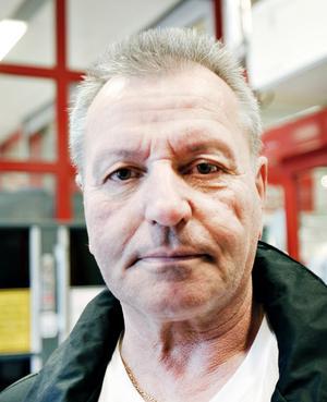 Lennart Thelberg, lagerarbetare, 62 år, Gävle.– De har inte skött sig i stan. Till exempel landstinget som hela tiden har underskott.