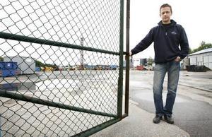Trygg-Hansa ger inte en krona i ersättning för kopparskrotet som stals hos Arvid Svensson AB på Näringen, eftersom låset, som inte bröts upp, var av fel typ. Jonas Alm är platschef vid företaget.