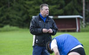 Färilas tränare Pälle Olsson trycker på att hans lag måste bli starkare för att överleva i division 4.
