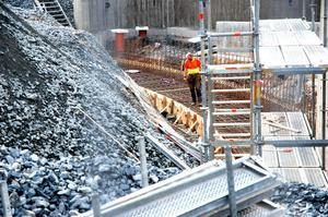Bygget vid Hedemora station fortsätter och om några veckor kommer en del av arbetet att ske nattetid.