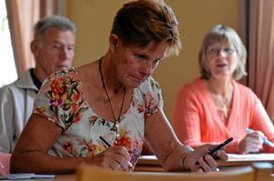 Eva Wikström ha r blivit tilldelad ett nummer och fyller nu i personuppgifterna.