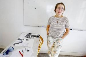 Att göra tidning känns jättespännande, tycker Tilda Persson, som började på konstskolan i måndags och direkt drogs in i arbetet med fanzinet.