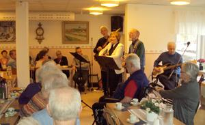 Country Select bjöd PRO Grynäs pensionärerna på en underbar musikstund.