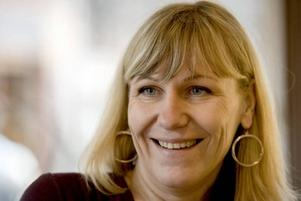 """Nära till skraTT. Camilla Nilsson Jern har nära till skrattet och entusiasmen. Nån 40-årskris har hon inte. """"Jag har alltid sagt att livet börjar vid 42""""."""