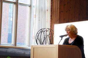 Margareta Winberg (s) tycker att det är beklagligt att ett beslut om värmestugan inte kunnat tas ännu.