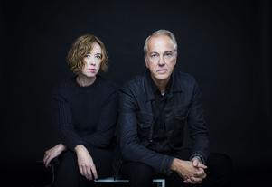 Aase Berg och Niklas Wahllöf tecknar ett porträtt av vår tid. Foto: Caroline Andersson