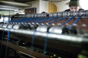 James är femte generationen som jobbar i Wålstedts textilverkstad, tillsammans med brorsan Harley.