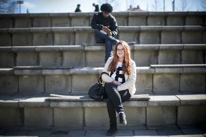 Erika Ångström och hennes tre syriska vänner blev attackerade av en våldsam man för att par veckor sedan. Erika ställde sig upp mot mannen och visade stort mod.