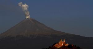 Vulkanen Popocatepetl i Mexico vaknade till liv under våren 2012.
