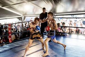 På Thaifestivalen har besökarna möjlighet att prova på thaiboxning.