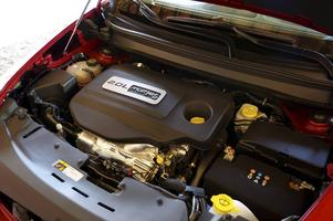 En modern fyrcylindrig turbodiesel som är skapligt pigg även i det svagaste utförandet med 140 hästkrafter. Svenska köpare förväntas föredra 170-hästaren, vars förbrukning bara är marginellt högre.