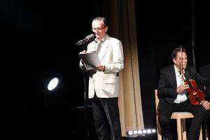 David Gale, en vän till den mytomspunne Syd Barrett, agerade historieberättare.