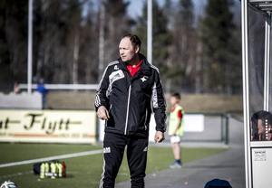 Adam Mattiasson lämnar IFK Östersund och chefstränarjobbet.