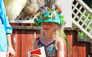 Ester tog förstaplatsen med sin fina hatt som var prydd med en elefant och en zebra. Foto: Emma Andersson