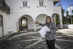 Catarina Gouveia Homem, rådgivare i integrationsfrågor vid Lissabons kommun, visar runt på flyktingboendet. Stadens enda flyktingboende ligger i en byggnad som tillhörde Portugals siste kung. Här hade drottningen sitt trädgårdshus.