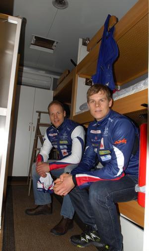 Inge fler hotellrum. I vinter kan Daniel och Rikard Tynell sova i trailern där det finns plats för nio bäddar.