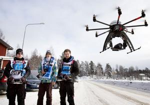 Ett ufo eller? Inte riktigt, men en radiostyrd helikopter som FS Aviation från Tyskland tog hjälp av för att filma rallyt.