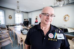 Hans-Erik Rehnstam, polis i Falun, säger att polisen har blivit och kommer fortsätta vara mer synlig i Bojsenburg.