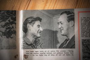 Bild ur veckotidningen med polismannen Gustav Jonsson till höger och