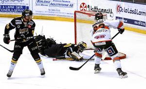 Kristianstads-forwarden Viktor Holmqvist gör mål.