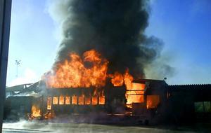 Så här såg det ut när Sikås trä brann i juli 2007.
