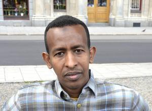 Hassan Mohammed, 37 år, arbetssökande, Bredsand:   – Kan du lova att skapa fler jobb?