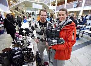 Robert Olsson och Maria Larsson hittade bland annat snowboardskor till barnen.