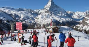 Åker man till Cervinia har man också nära till grannbyn Zermatt och dess bra backar och liftar.