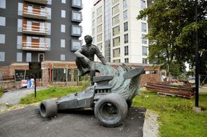 Älskad örebroare. Ronnie Peterson står staty i Almby.