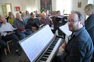 I fyra år har Kristofer Eng Radjabi jobbat med att få Eldsmässan på plats – nu är det dags.