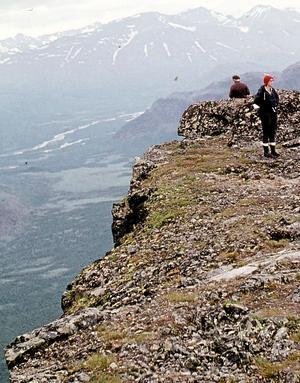 Skerfes topp i Rapadalen Stupet är 700 meter rakt ner!