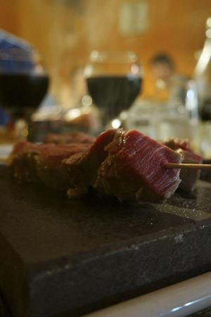 Det finns en uppsjö av fina restauranger. På Stone grill får man rå mat för att grilla själv på en het stenplatta. En turistfavorit.