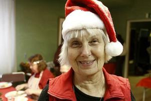 Anne-Marie Tapper kommer att fortsätta att servera mat genom Röda Korset även efter sin pension.