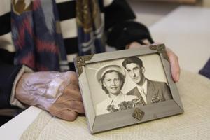 På onsdag firar Birgit och Arne Rosenberg 65 år som gifta. De bor på servicehemmet Strömbacka och är fortfarande skärrade efter onsdagsnattens falsklarm.