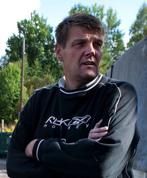Johnny Eriksson och hans kollegor har fått vänja sig med upprepade stöder på sin arbetsplats.